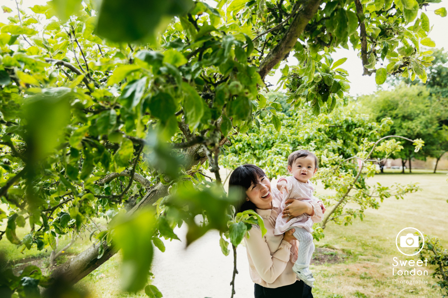 Family Photography in Fulham Palace and Bishops Park, West London (3)