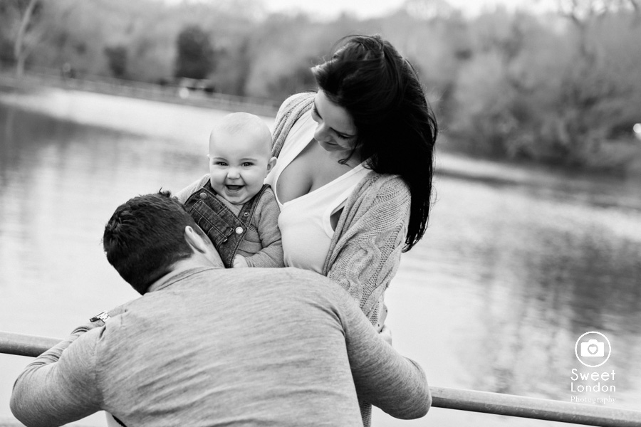 baby and family photo session in Hampstead Heath, North London (28)