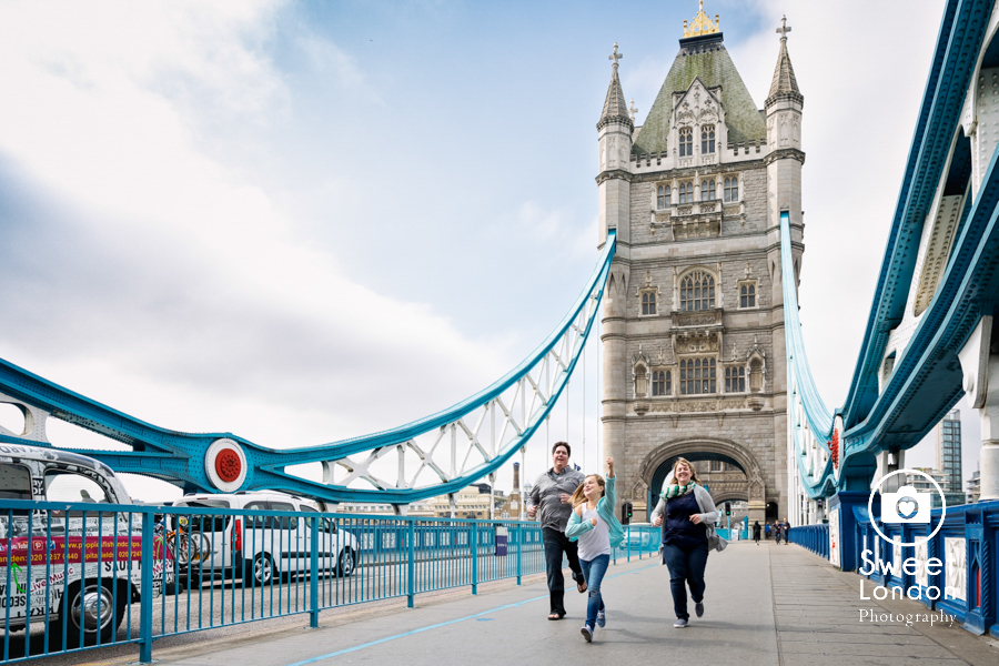Tower Bridge, London Eye, Big Ben Family Photographer in London (14)