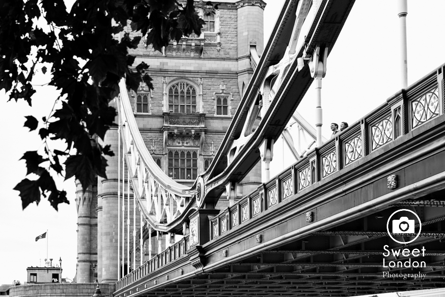 big-ben-and-tower-bridge-london-couple-photos-21
