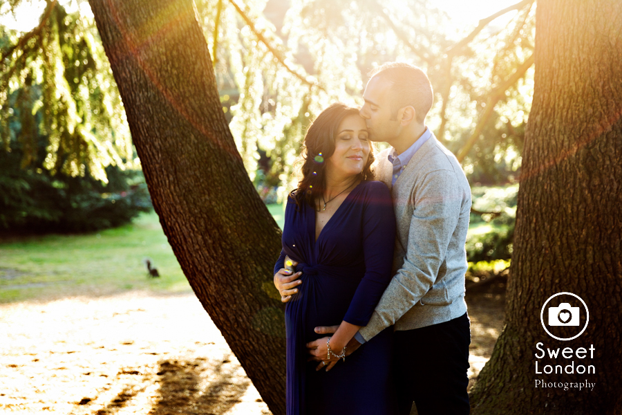 creative-autumn-maternity-photo-shoot-london-16