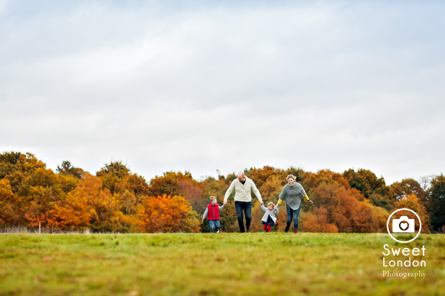 autumn-family-photo-shoot-london-family-photography-in-wimbledon-42