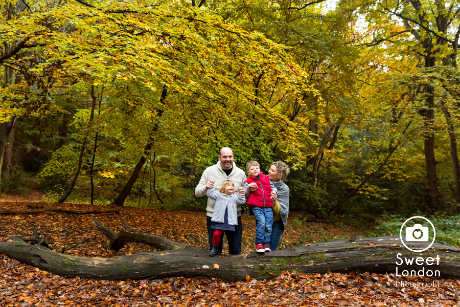 autumn-family-photo-shoot-london-family-photography-in-wimbledon-47