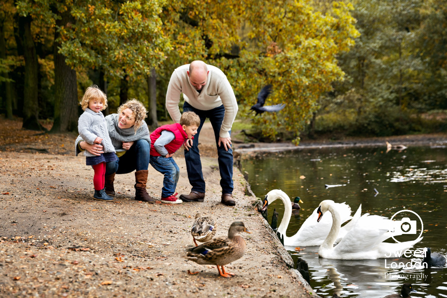autumn-family-photo-shoot-london-family-photography-in-wimbledon-52