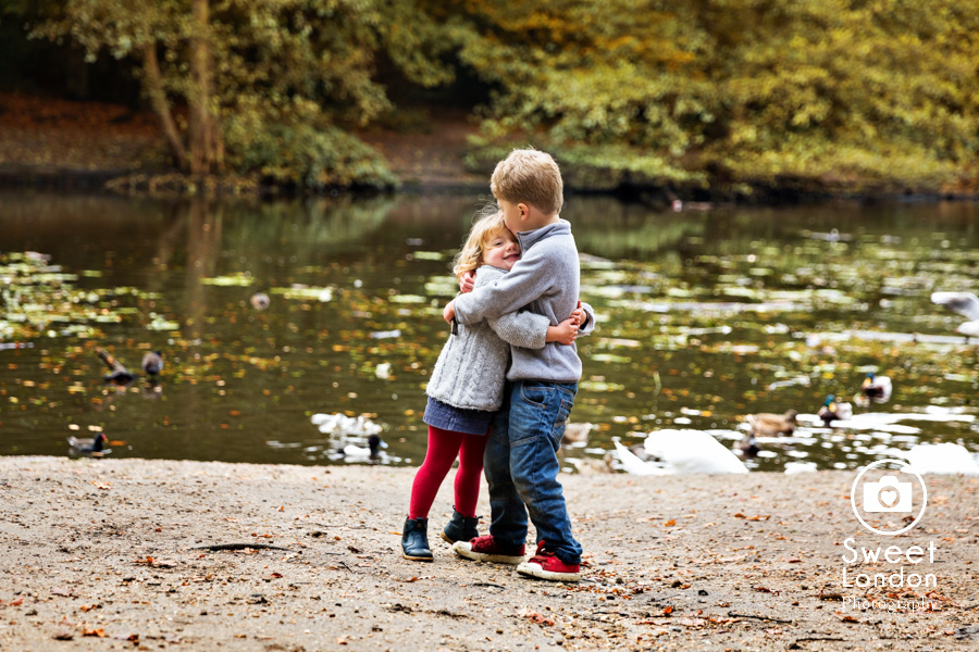 autumn-family-photo-shoot-london-family-photography-in-wimbledon-54