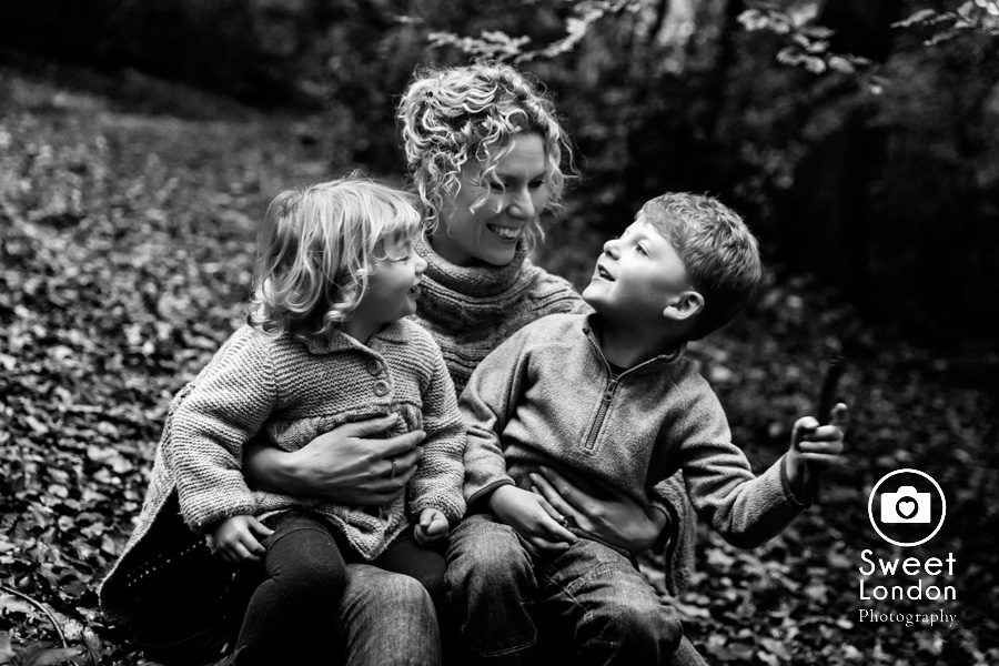 autumn-family-photo-shoot-london-family-photography-in-wimbledon-56