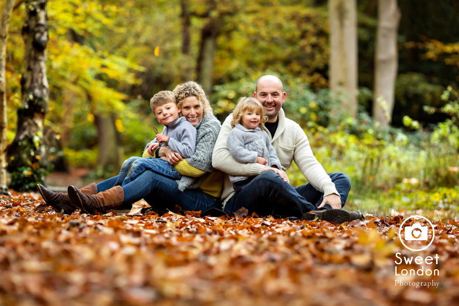 autumn-family-photo-shoot-london-family-photography-in-wimbledon-58